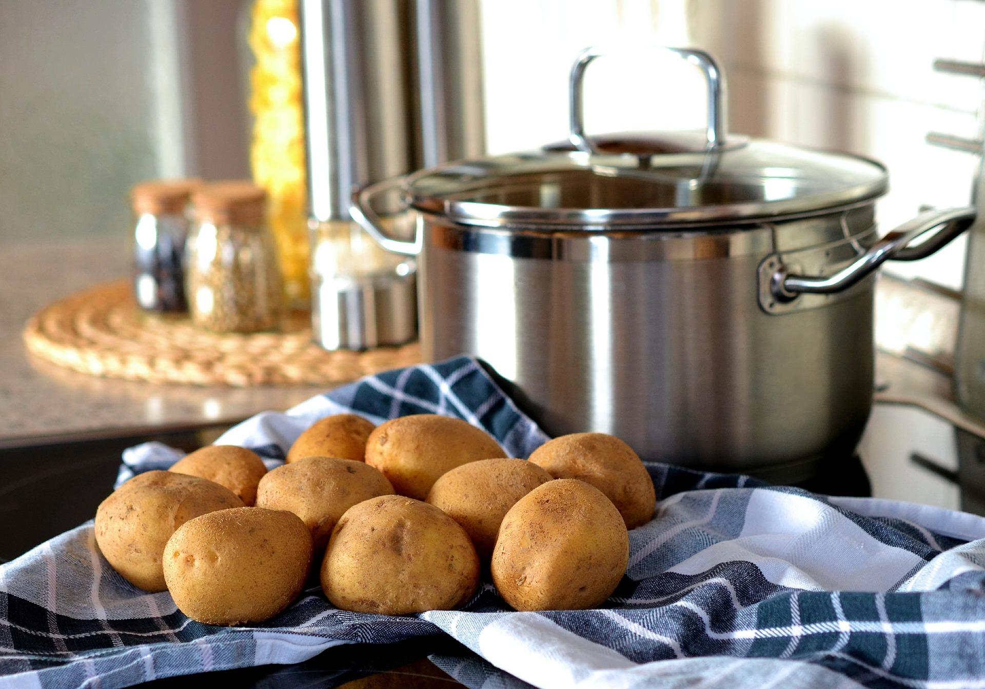 patate lesse cipolle e olive ricetta